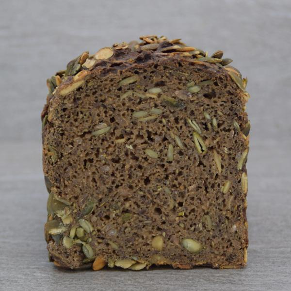 Halvt græskarkerne rugbrød