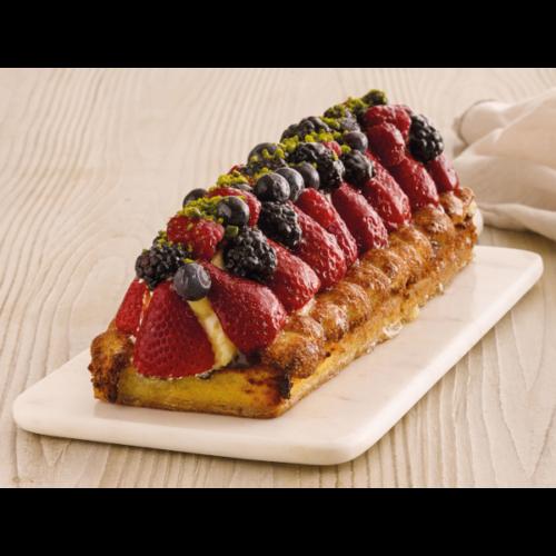 Smag denne lækre kransekage stang med jordbær og bær