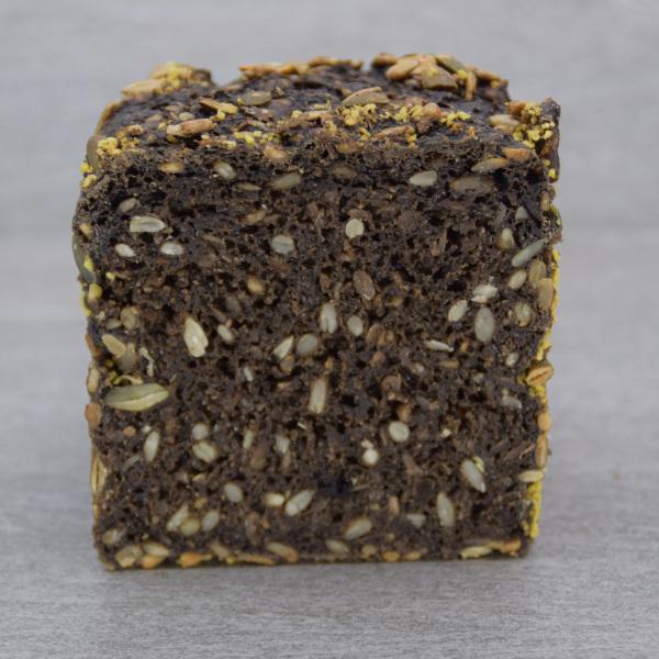 Halvt dark rye rugbrød