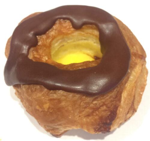 fastelavsbolle med creme bodenhoffs bageri